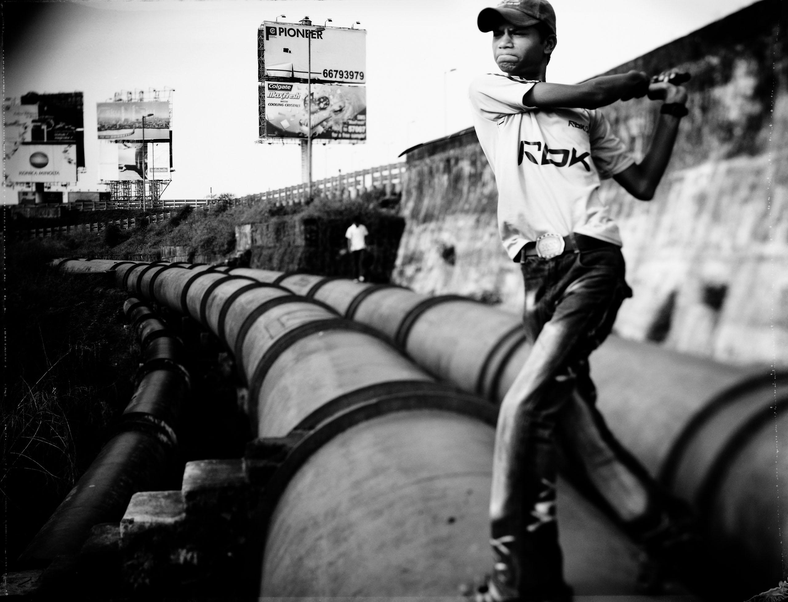 Raja works on his swing speed. Photo by Tomasz Gudzowaty.