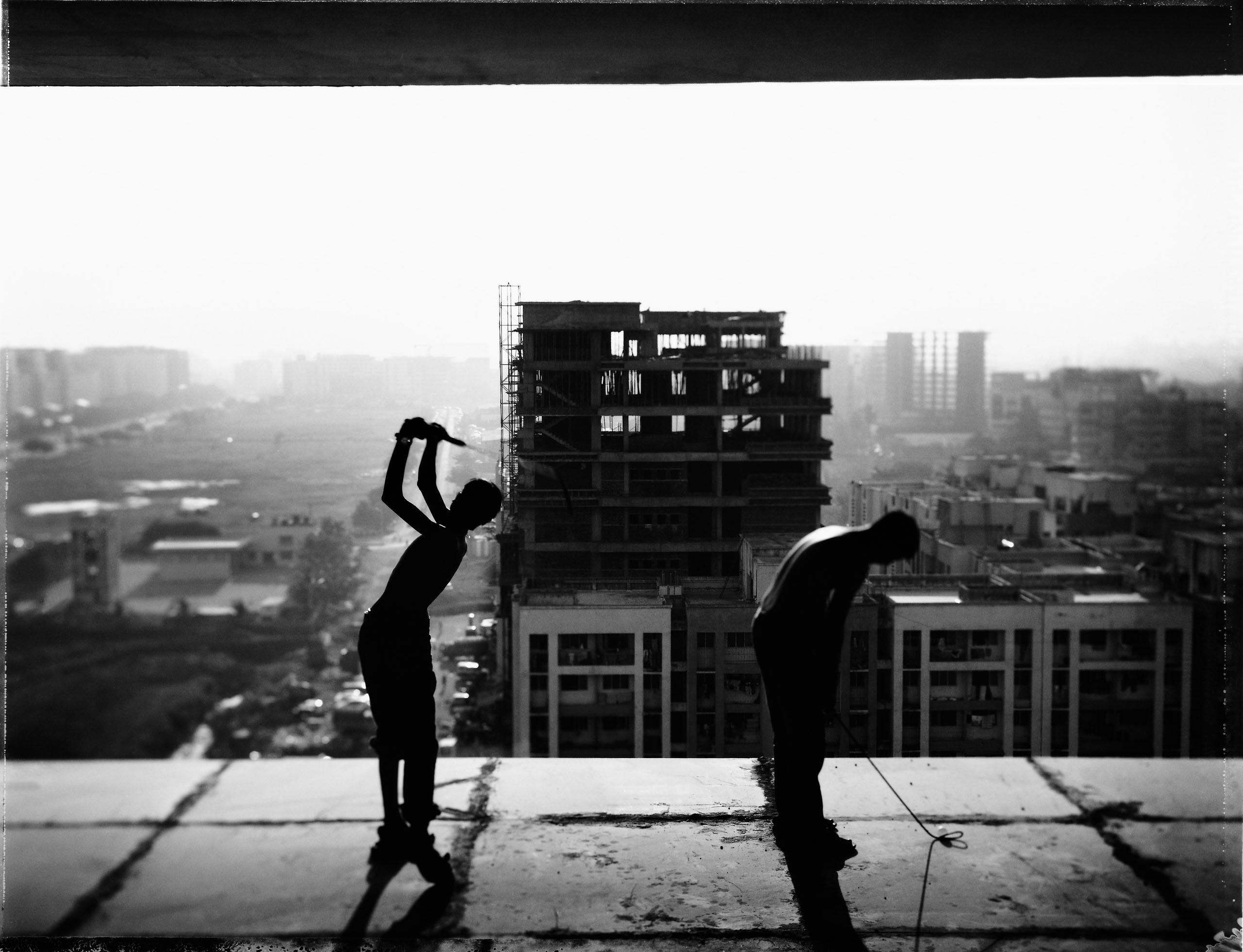 Urban Golf in India. Photo by Tomasz Gudzowatyby Tomasz