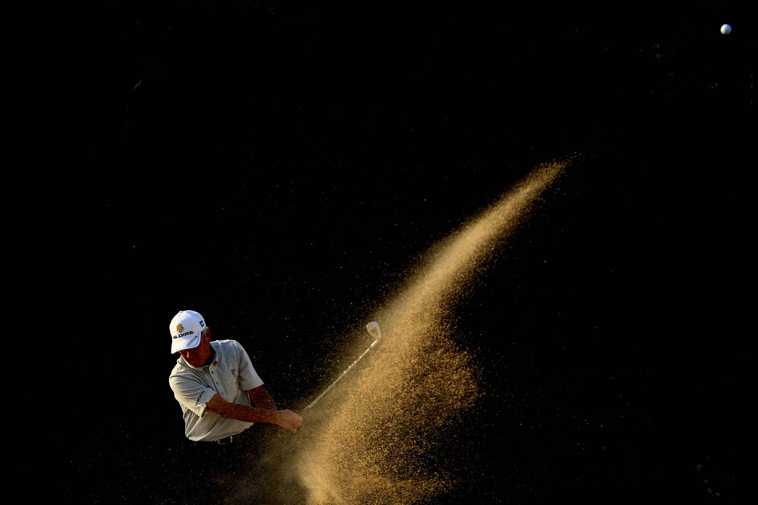 Aoki was known for his amazing bunker shots. An artist. The way the sand flew out was also art. Photo by Taku Miyamoto