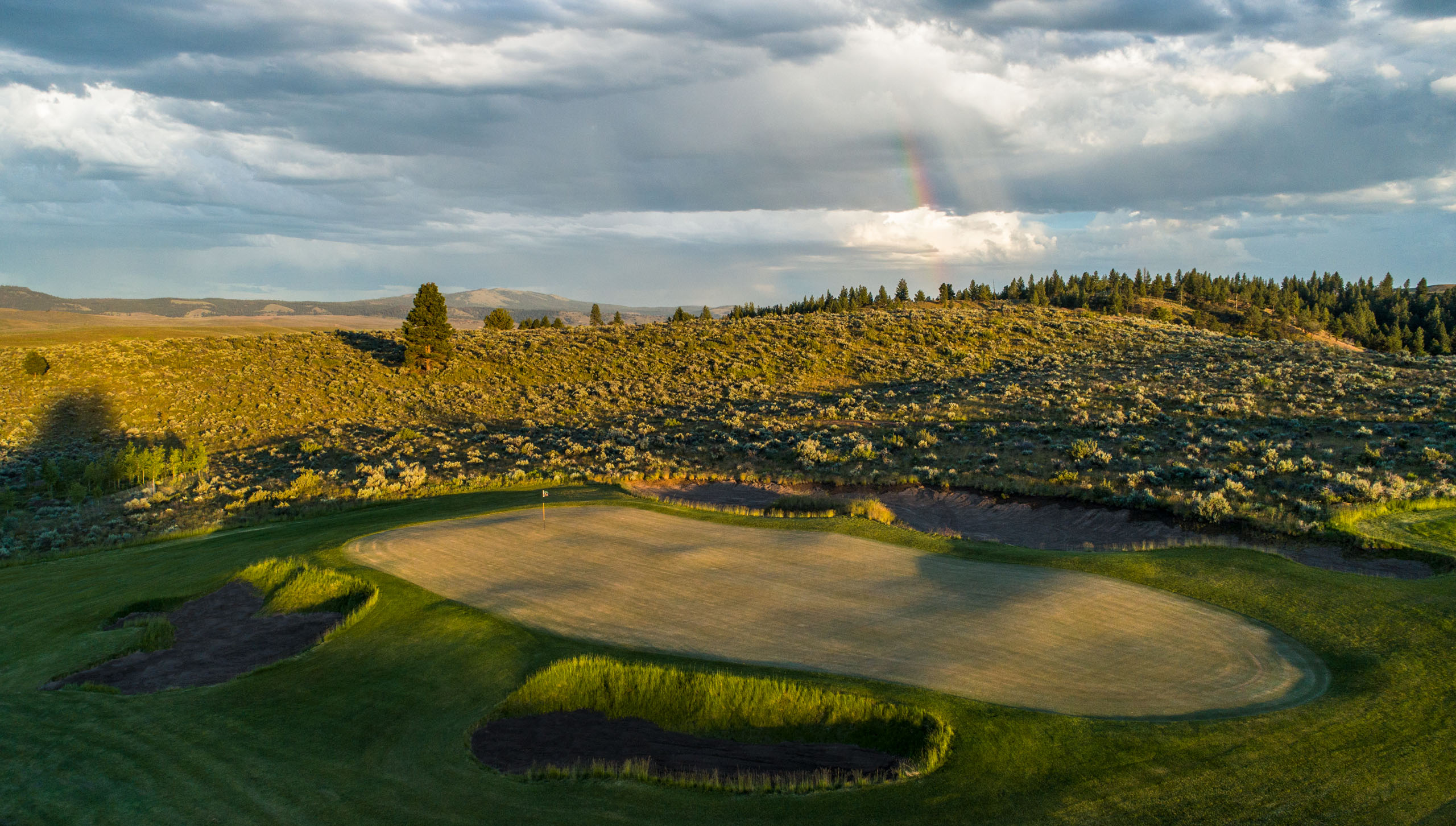 """The rolling topography makes for rollicking golf, including Hankins' downhill 18th, which offers guests the chance to win a flask of local rye by hitting the """"longest drive of their life."""""""